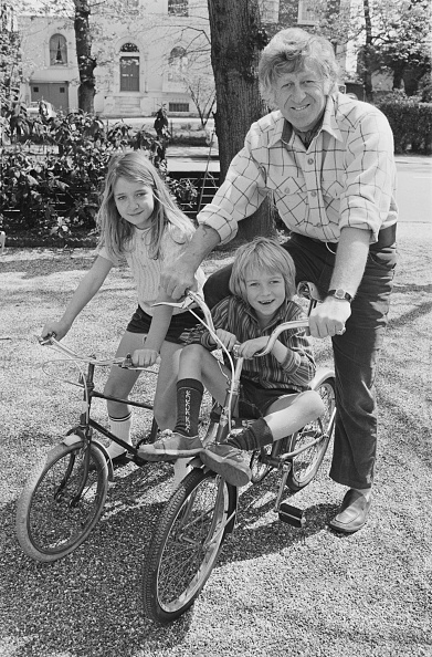 Parent「Jon Pertwee And Children」:写真・画像(15)[壁紙.com]