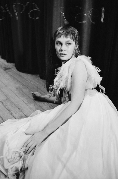 Lying Down「Dench As Ophelia」:写真・画像(19)[壁紙.com]