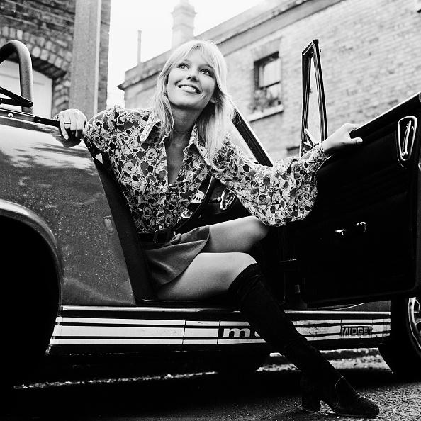 Knee Length「Tessa Wyatt」:写真・画像(10)[壁紙.com]