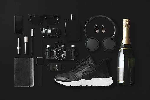 Online Shopping「Black fashion and technology items flat lay on black background」:スマホ壁紙(4)