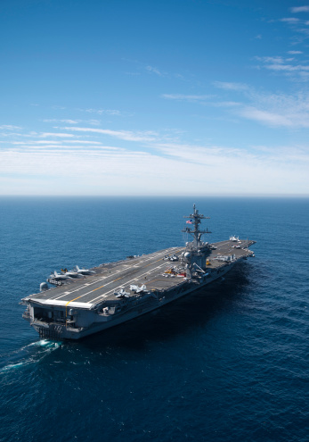 Aboard「Pacific Ocean, February 15, 2013 - The aircraft carrier USS Carl Vinson is underway conducting Precision Approach Landing System (PALS) and flight deck certifications. 」:スマホ壁紙(11)