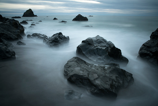 Taking the Plunge「Pacific Ocean Swirls Around Dramatic Rock Formations Blue Horizon and Dramatic Storm Clouds」:スマホ壁紙(13)