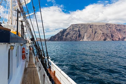 Cruise - Vacation「Pacific Ocean, sailing ship at Isabela Island, Galapagos Islands」:スマホ壁紙(17)