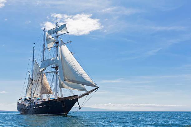 Pacific Ocean, sailing ship under sail at Galapagos Islands:スマホ壁紙(壁紙.com)