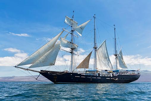 Cruise - Vacation「Pacific Ocean, sailing ship under sail at Galapagos Islands」:スマホ壁紙(13)