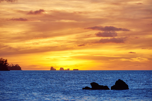 Northern Mariana Islands「Pacific Ocean in Sunset Golden Sky, Saipan, USA」:スマホ壁紙(13)
