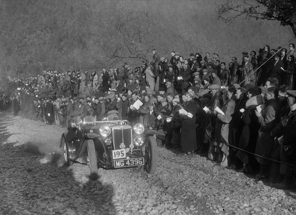 Country Road「MG PB of FCN Day competing in the MCC Lands End Trial, Beggars Roost, Devon, 1936」:写真・画像(2)[壁紙.com]