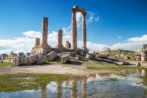 Roman「Temple reflections in a puddle of water, Amman Citadel, Amman, Jordan」:スマホ壁紙(15)