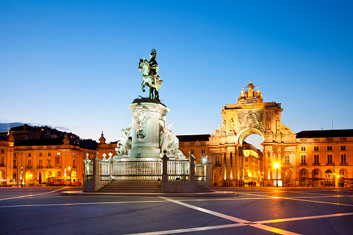 Horse「Lisbon, Praca do Comercio at Night, Statue of King Jose I」:スマホ壁紙(11)
