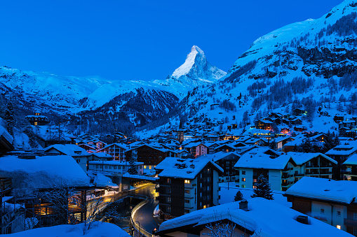 Ski Resort「Zermatt town with Matterhorn peak in Mattertal, Switzerland, at dawn」:スマホ壁紙(17)
