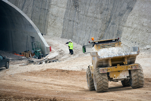 25 Meter「Baldock Bypass, on the A505, Hertfordshire, England The new bypass involved of over one million cubic meter of earth The scheme was designed and constructed in order to preserve the environment By using on site aggregates the movement of trucks has been」:写真・画像(17)[壁紙.com]