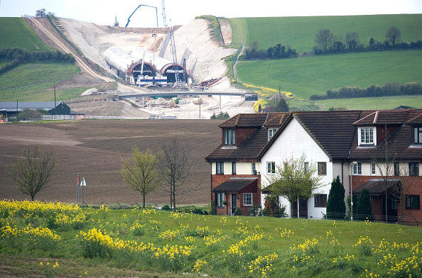 Dust「Baldock Bypass, on the A505, Hertfordshire, England The new bypass involved of over one million cubic meter of earth The scheme was designed and constructed in order to preserve the environment By using on site aggregates the movement of trucks has been」:写真・画像(10)[壁紙.com]