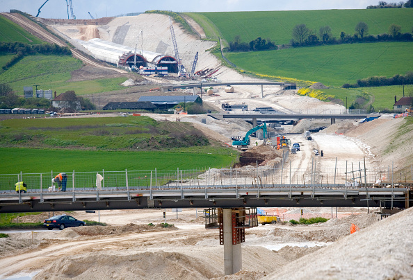 25 Meter「Baldock Bypass, on the A505, Hertfordshire, England The new bypass involved of over one million cubic meter of earth The scheme was designed and constructed in order to preserve the environment By using on site aggregates the movement of trucks has been」:写真・画像(19)[壁紙.com]