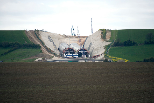 25 Meter「Baldock Bypass, on the A505, Hertfordshire, England The new bypass involved of over one million cubic meter of earth The scheme was designed and constructed in order to preserve the environment By using on site aggregates the movement of trucks has been」:写真・画像(15)[壁紙.com]