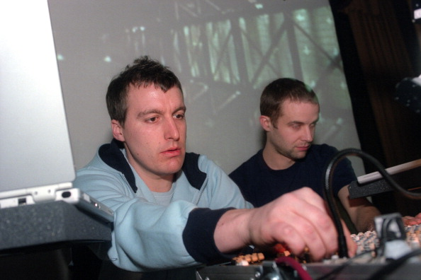 タータンチェック「Plaid performing at Warsaw on Thursday night, March 28, 2002.This image:Andy Turner, left, and Ed Handley of Plaid.(Photo by Hiroyuki Ito/Getty Images)」:写真・画像(16)[壁紙.com]