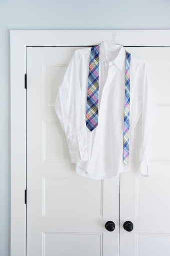 Tartan check「Shirt and tie hang on closet door」:スマホ壁紙(1)