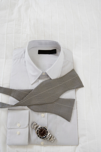 Bow Tie「Shirt and tie with watch」:スマホ壁紙(18)