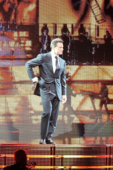 Singer「Luis Miguel In Concert」:写真・画像(5)[壁紙.com]