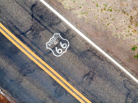 Yavapai County「Drone overview of Route 66 highway」:スマホ壁紙(17)