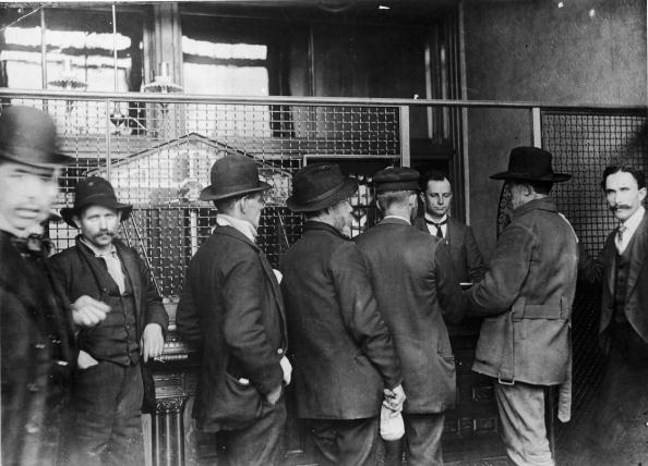 Assistant「Klondike Gold Prospectors At Opening Of US Assay Office In Seattle」:写真・画像(16)[壁紙.com]