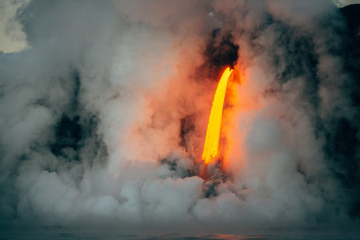 Lava「Lava flowing from a lava tube into Pacific ocean, Hawaii, America, USA」:スマホ壁紙(4)