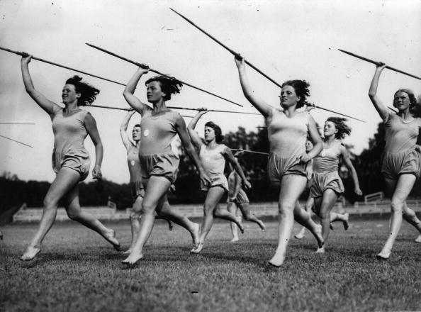 Athleticism「Women doing javelin, Photograph, Apr, 24th 1939」:写真・画像(2)[壁紙.com]