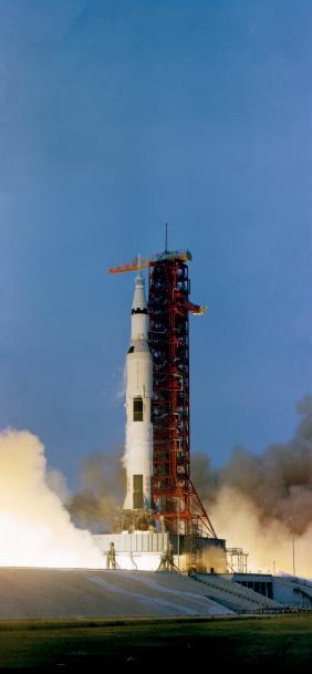 打ち上げロケット「April 11, 1970 - The Apollo 13 (Spacecraft 109/Lunar Module 7/Saturn 508) space vehicle is launched from Kennedy Space Center, Cape Canaveral, Florida. 」:スマホ壁紙(9)