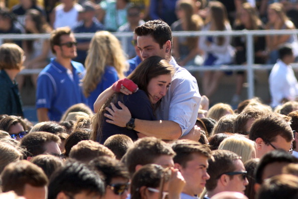 David McNew「UCSB Holds Memorial Service For Shooting Victims At Harder Stadium」:写真・画像(12)[壁紙.com]