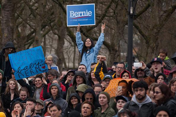 Matt Mills McKnight「Democratic Presidential Candidate Bernie Sanders Campaigns In Seattle, Washington」:写真・画像(10)[壁紙.com]