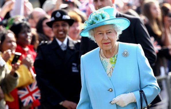 Crowd「Queen Elizabeth II Visits North London」:写真・画像(9)[壁紙.com]
