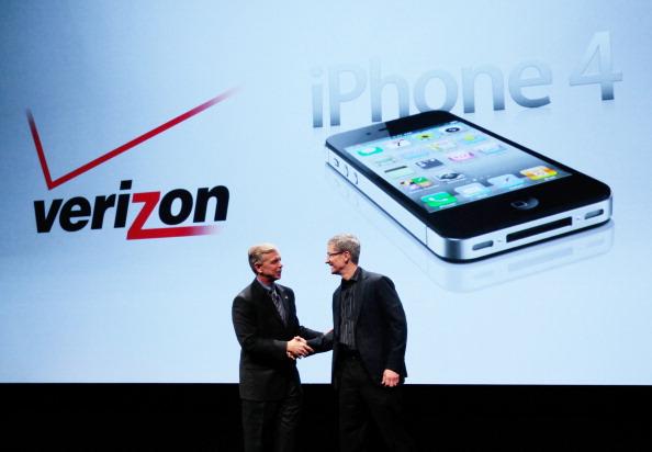 Chris Hondros「Apple iPhone Becomes Available Through Verizon Wireless」:写真・画像(17)[壁紙.com]