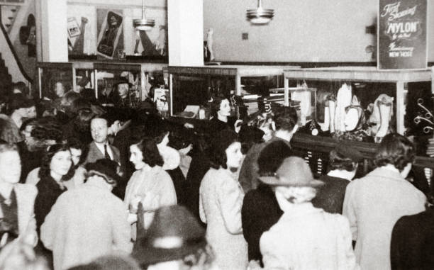 The First Experimental Sale Of Nylon Stockings Wilmington Delaware USA 25 October 1939:ニュース(壁紙.com)