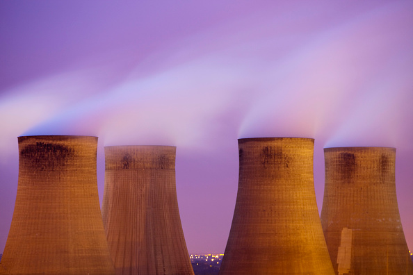 Dirty「Ratcliffe on Soar coal fired power station at dusk in Leicestershire, UK.」:写真・画像(6)[壁紙.com]