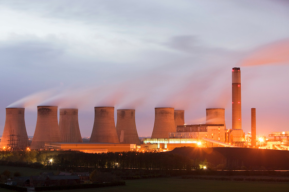 Dirty「Ratcliffe on Soar coal fired power station at dusk in Leicestershire, UK.」:写真・画像(4)[壁紙.com]