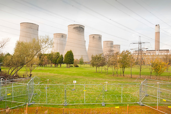 Concrete「Ratcliffe on Soar coal fired power station surrounded by razor wire to prevent attack from climate activists. Leicestershire, UK.」:写真・画像(6)[壁紙.com]