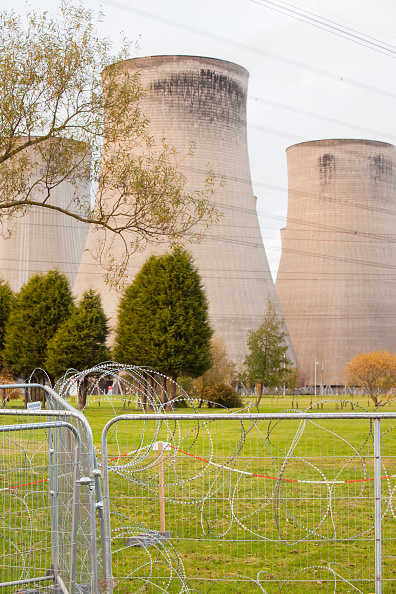 Prevention「Ratcliffe on Soar coal fired power station surrounded by razor wire to prevent attack from climate activists. Leicestershire, UK.」:写真・画像(15)[壁紙.com]