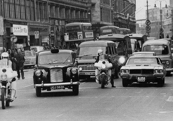 Tim Graham「Police Convoy」:写真・画像(1)[壁紙.com]