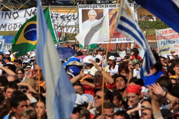 Religious Mass「Pope  Benedict XVI Visits Brazil - Day Five」:写真・画像(2)[壁紙.com]
