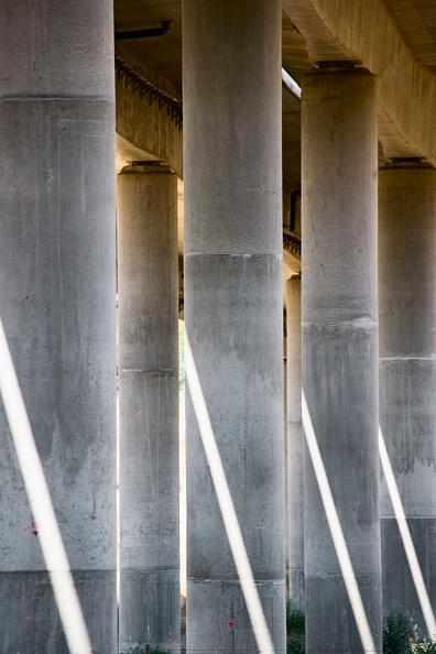 Architectural Column「Concrete columns, Viaduct detail, Portugal」:写真・画像(13)[壁紙.com]