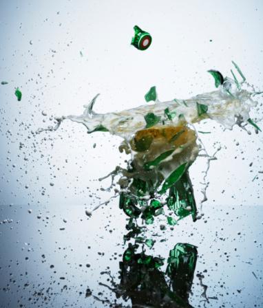 Destruction「Bottled beer smashing on impact, close-up」:スマホ壁紙(8)