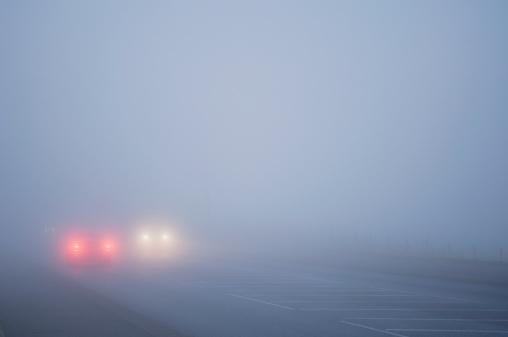 Fog「Cars driving in thick fog」:スマホ壁紙(15)
