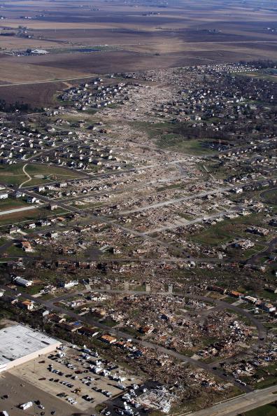 Damaged「Severe Tornado Outbreak Hits Illinois」:写真・画像(3)[壁紙.com]