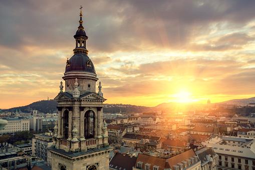 St「Gellert Hill Castle Hill and St Stephen's Basilica in Budapest」:スマホ壁紙(1)