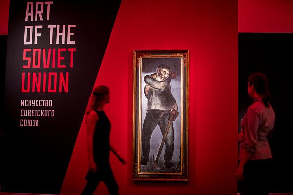 Tristan Fewings「Sotheby's Russian Art + Ancient Sculpture」:写真・画像(8)[壁紙.com]