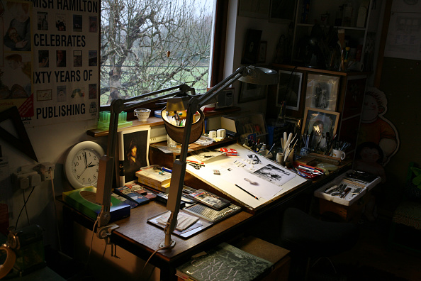 Desk Lamp「Raymond Briggs' Study」:写真・画像(0)[壁紙.com]