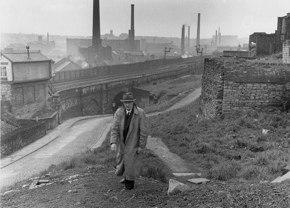 One Man Only「L. S. Lowry」:写真・画像(11)[壁紙.com]
