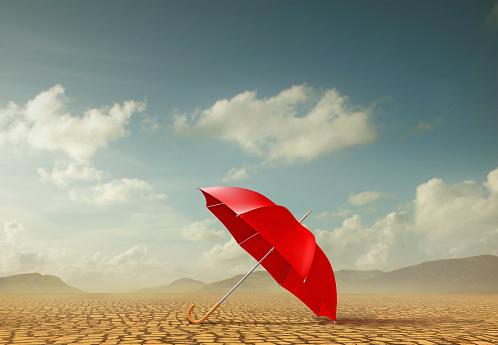 Out Of Context「Red umbrella in desert landscape」:スマホ壁紙(19)