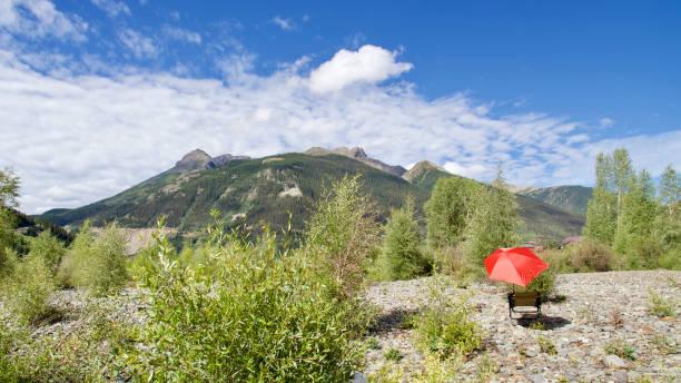 Red umbrella and mountain clouds, Colorado, USA:スマホ壁紙(壁紙.com)