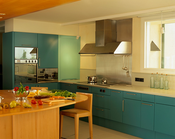 Stove「View of a kitchen having blue cabinets」:写真・画像(7)[壁紙.com]