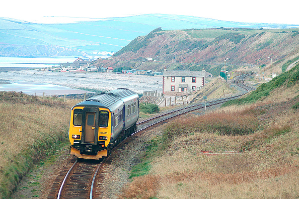 North「The barrenness of the Cumbrian Coast is well seen at Nethertown as a Class 156 Sprinter unit curves into view with a Carlisle - Barrow service. October 2003.」:写真・画像(19)[壁紙.com]